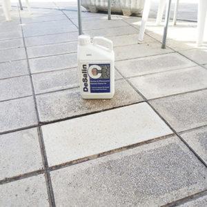 Nettoyant façade, désinfectant, détruit bactérie du ciment trace de laitance, trace blanche. Aide à la préparation et au nettoyage d'un mur un sol avant de protéger contre les salissures. Nettoyant sol mur façade, contour de piscine, pierre, pavé ciment brique